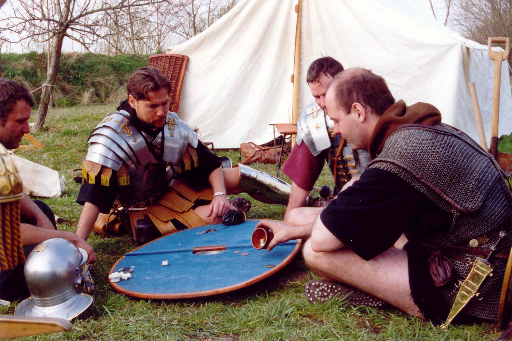 Romeinen aan het dobbelen